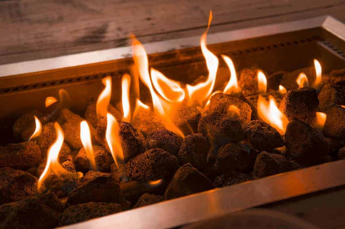 Gas vs Wood Fire Pit - everymanscave.com