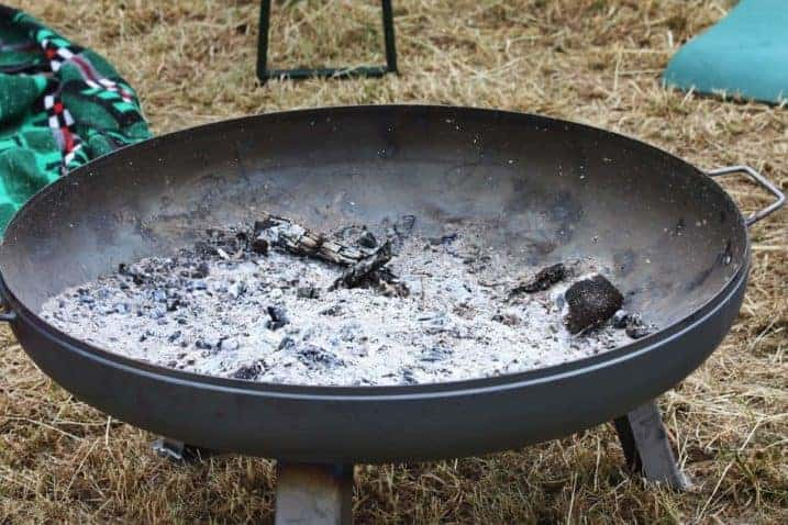 What to Do With Ashes From Fire Pit - everymanscave.com