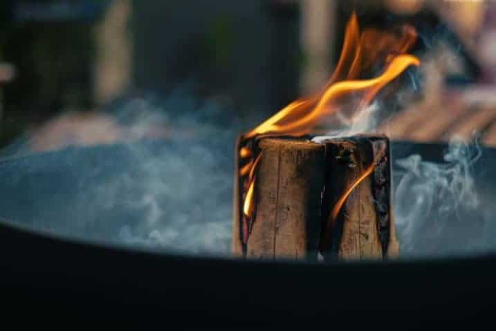 Best Woods to Burn in a Fire Pit - everymanscave.com