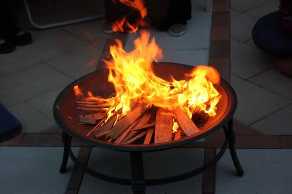 Best Woods to Burn in a Fire Pit